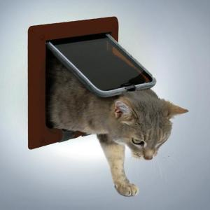 Дверца для кошек Trixie, размер 16.5х17.4см., коричневый
