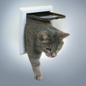 Дверца для кошек Trixie, размер 16.5х17.4см., белый